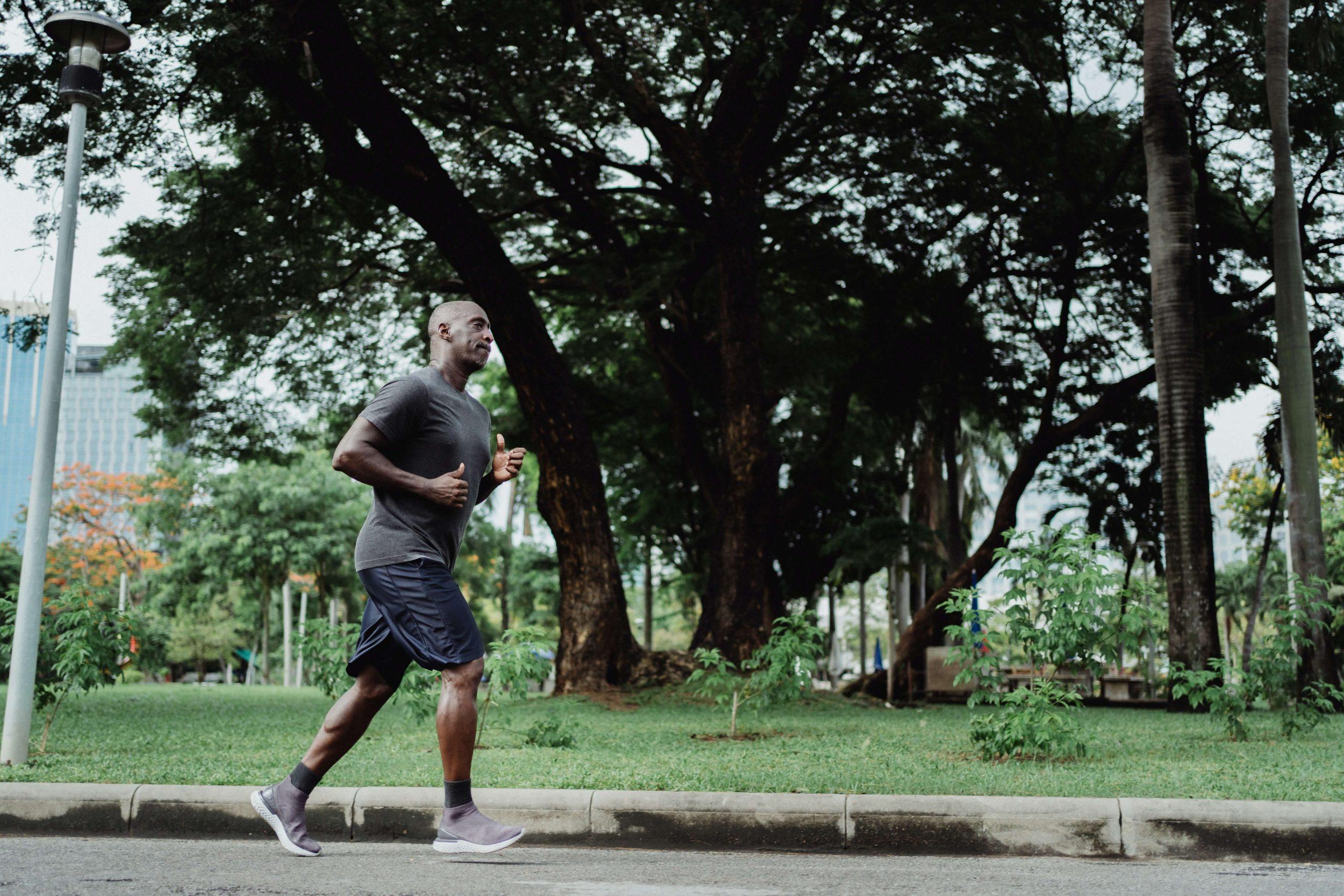 Como controlar a respiração na corrida   Entenda quais as táticas